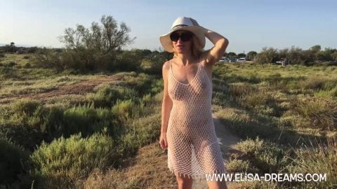 Elisa Dreams -  Showing off my body naked going to the beach