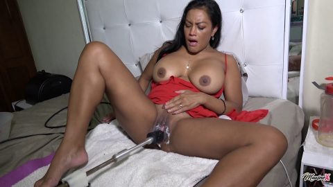 MaxineX - Huge Squirt In Bowl